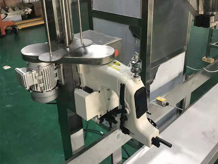 sealing device of flour packaging machine